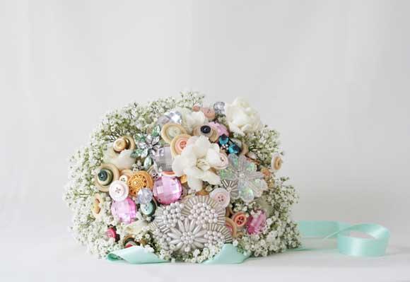 ramo joya original, ramo de novia original, ramo de novia con botones, Balart Núvies Wedding center