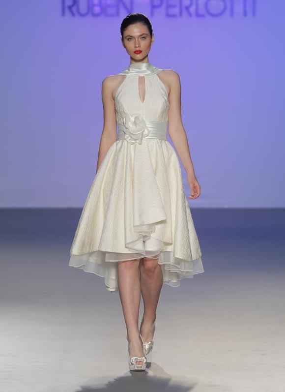 Modelo Teresa de Ruben Perlotti, vestido de novia corto Ruben Perlotti, vestidos de novia cortos, colección Evita Love & Glory de Ruben Perlotti, Balart Núvies Wedding Center