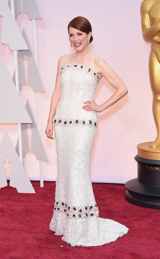 Julianne Moore, con un vestido palabra de honor de Channel