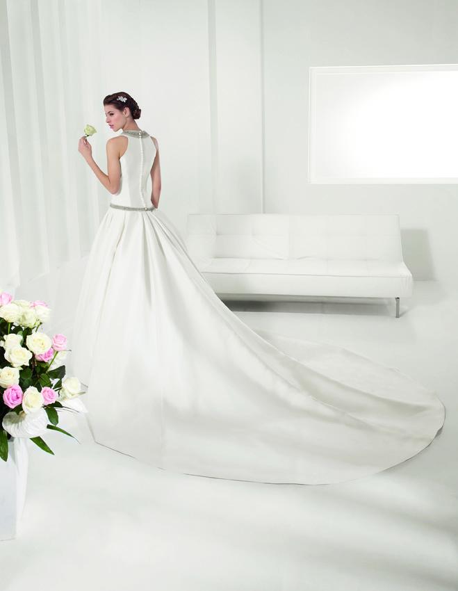 modelomodelo Polonia de Alma Novia, vestidos de novia con cola de quita y pon