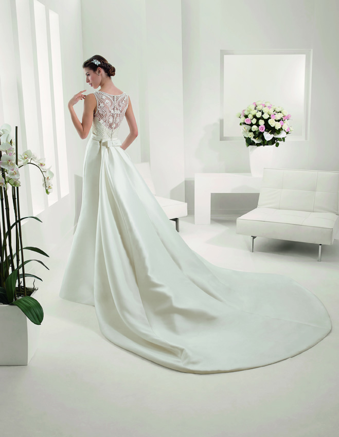 modelo Platón de Alma Novia, vestidos de novia con cola de quita y pon